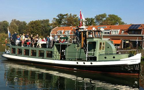 boot IJveer XIII naar vuurtoreneiland